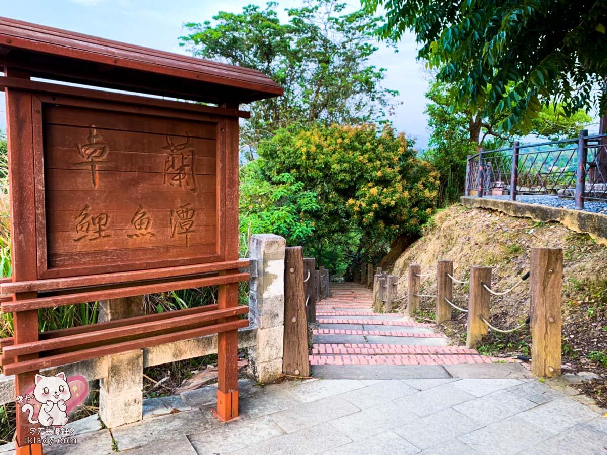 【鯉魚潭水庫觀景台】旁邊可以上去階梯