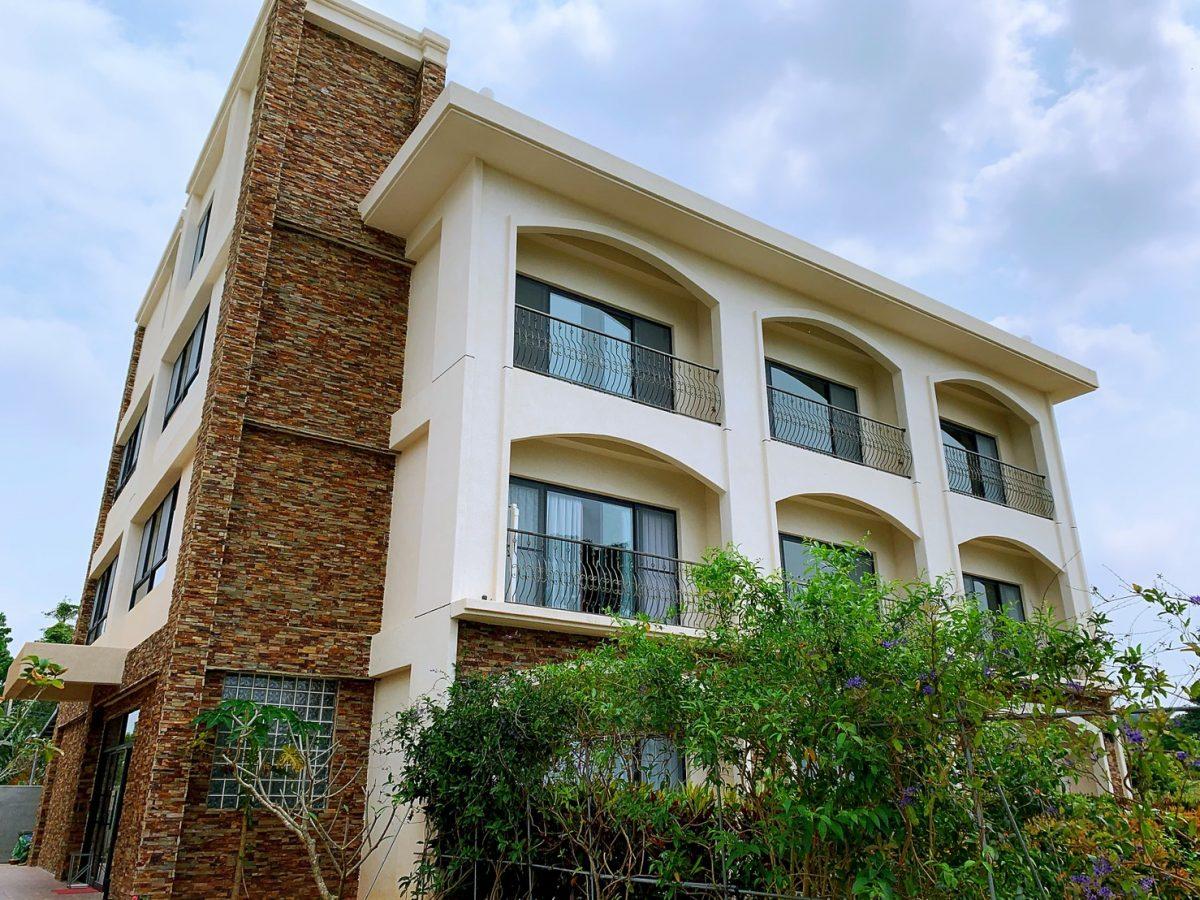 台東初鹿莊園酒店,白色鄉村建築是民宿住宿本棟。